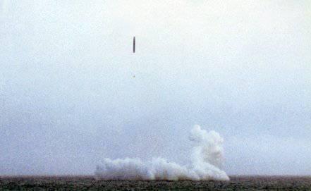 バレンツ海の水域では、海上および陸上クルーズミサイルの打ち上げが成功しました。