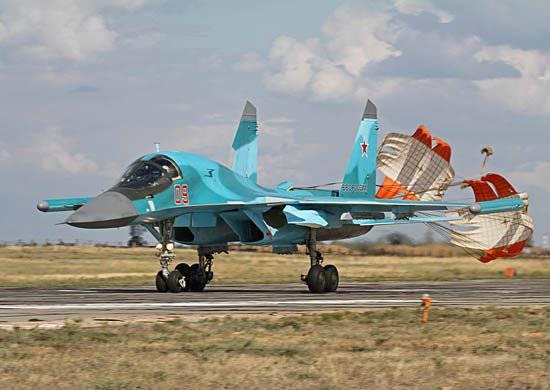 西部軍地区のパイロットは、最新のSu-34爆撃機をマスターします