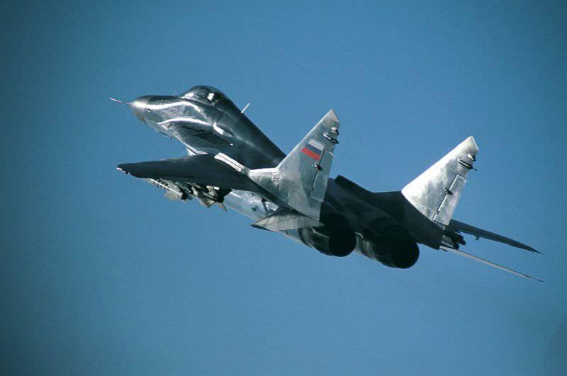 最前線の戦闘機MiG-29  -  35年の空