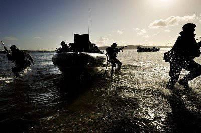 アフガニスタンでの殺人により、7人の海兵隊がイギリスで逮捕された