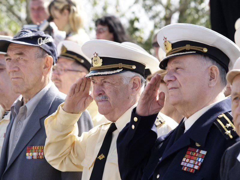 Когда государство подняло оклады военным, то встало в тупик, при расчете...  Если сравнить пенсию 2011 года...