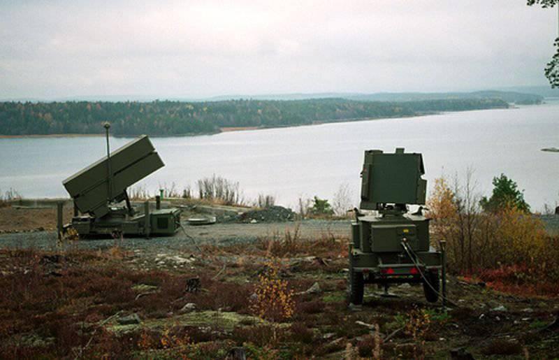 NASAMS  -  AMRAAMミサイルを搭載したノルウェー製の携帯防空システム