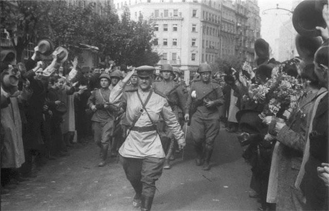 Comment les Russes ont libéré Belgrade et les Britanniques ont «libéré» la Grèce