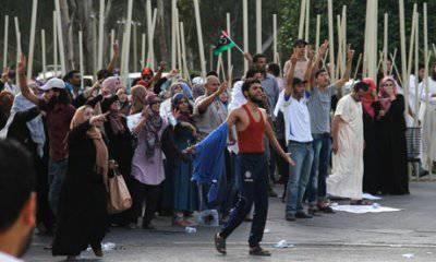 http://topwar.ru/uploads/posts/2012-10/thumbs/1350958943_protesters-Libya-parliame-010.jpg