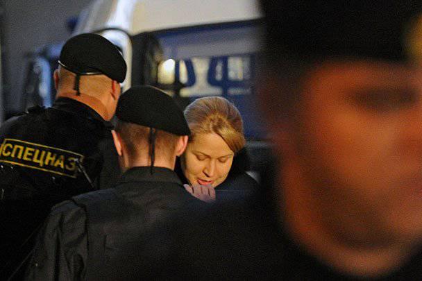 坐,但在家里。 Evgenia Vasilyeva在Oboronservis的案件中被捕