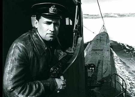 太平洋舰队的水手庆祝潜水艇Shchedrin的100周年纪念日的生日