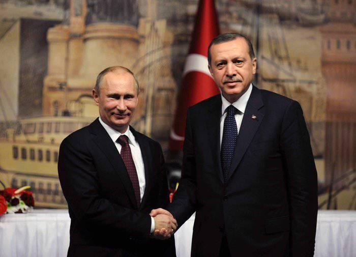 Vladimir Putin visitó Turquía y explicó a los periodistas que Siria no tiene una bomba atómica.