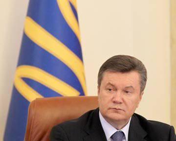 यूक्रेन सेना को कम करेगा और कॉल रद्द करेगा, Yanukovych की घोषणा की
