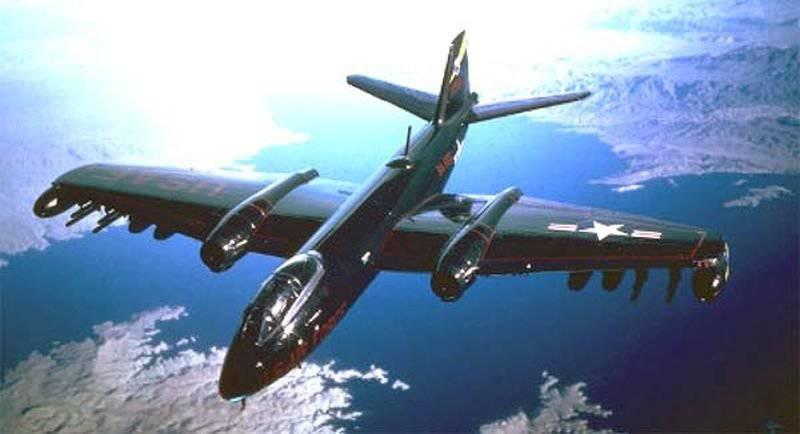 戦術的なアメリカの航空機B-57キャンベラ(1950-1981)
