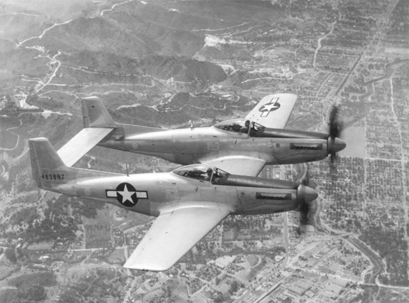 1356755314_800px-P-82_Twin_Mustang.jpg