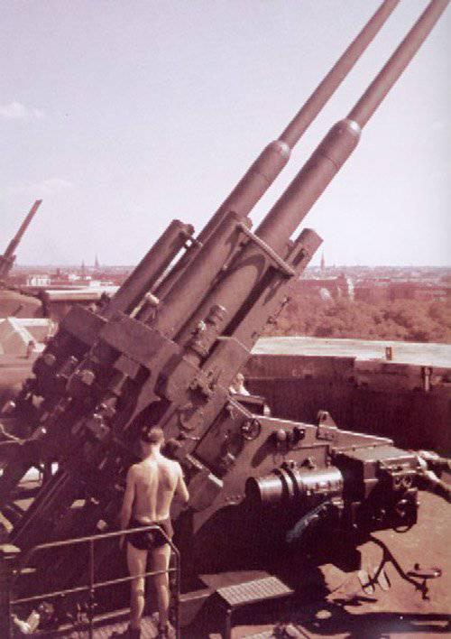 128-миллиметровая зенитная спаренная пушка FlaK 42 Zwilling