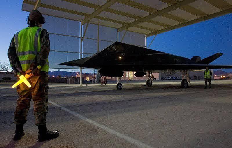 U-2 और F-117 जैसे स्टील्थ बॉम्बर्स क्या हैं?