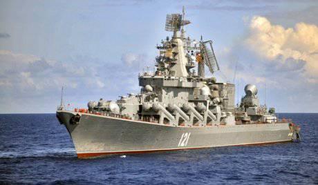 Los barcos de la armada rusa van al mar mediterráneo.