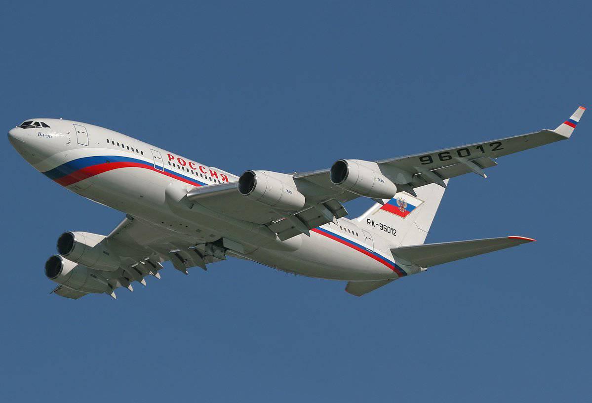 Сопровождают ли самолет президента истребители