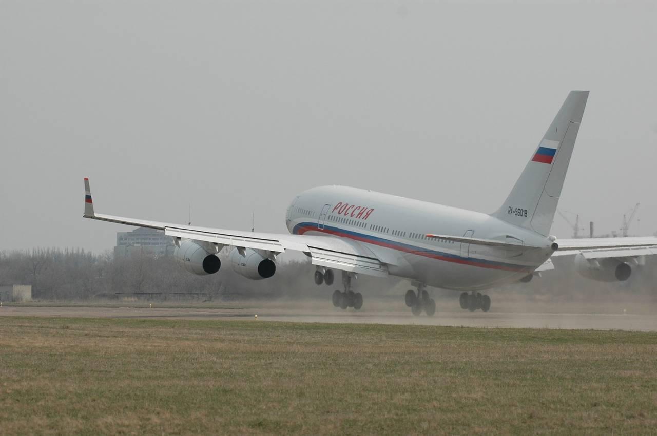 Ил-96-300ПУ(М) - самолет президента Российской Федерации.