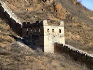 Кто же строил эту стену?