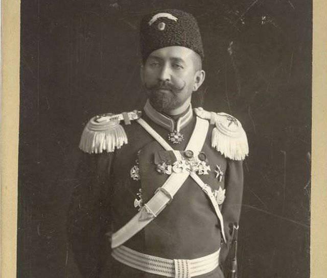 Наградные знаки на головных уборах царской армии