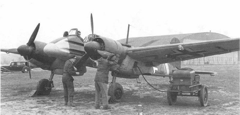Проверка двигателей немецкого самолета-штурмовика Хеншель Hs 129.  Достаточно редкая машина (выпущено 865 самолетов)...