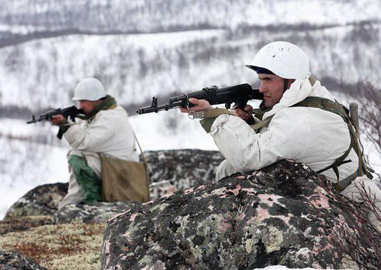 आर्मेनिया में रूसी सैन्य अड्डे के प्रशिक्षण के मैदान में, लाइव फायरिंग के साथ कंपनी के सामरिक अभ्यास आयोजित किए जाते हैं