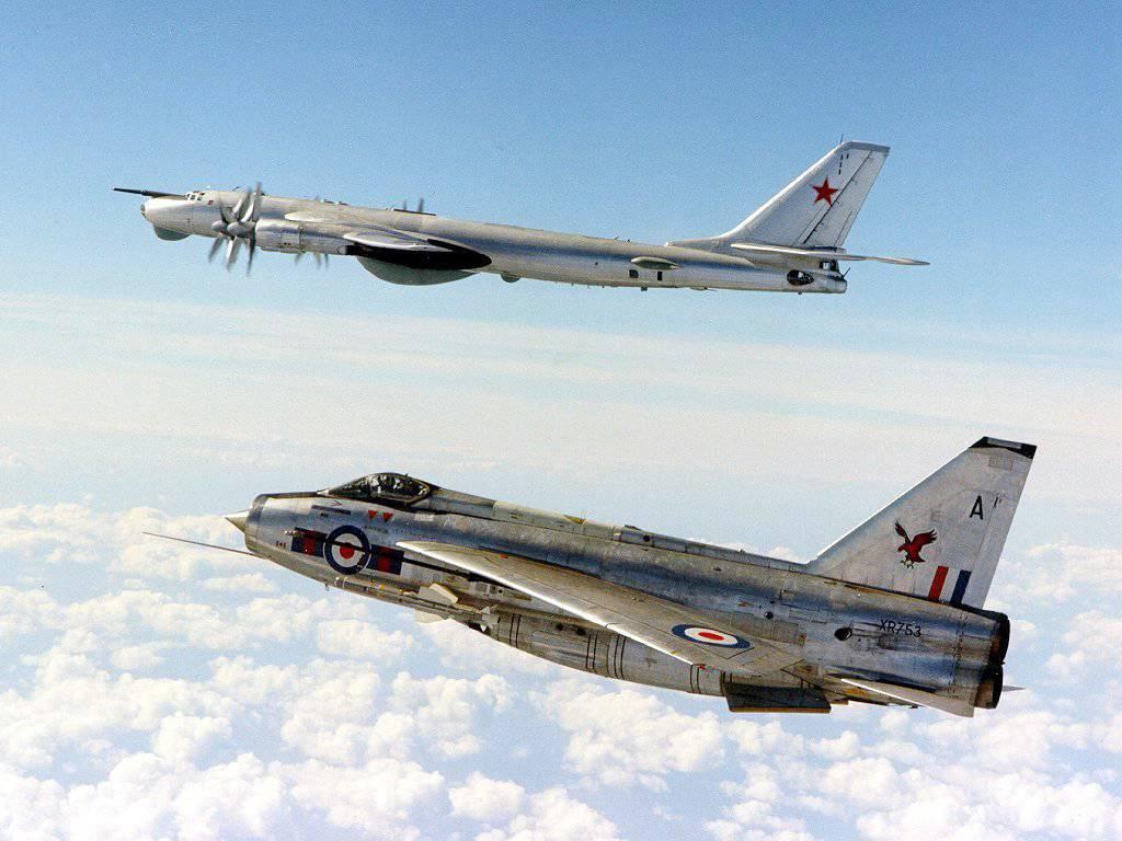 Обои самолеты, Облака, истребители, учения, побережье. Авиация foto 13
