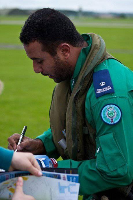 सऊदी हॉक्स एरोबेटिक टीम के पायलट के साथ साक्षात्कार