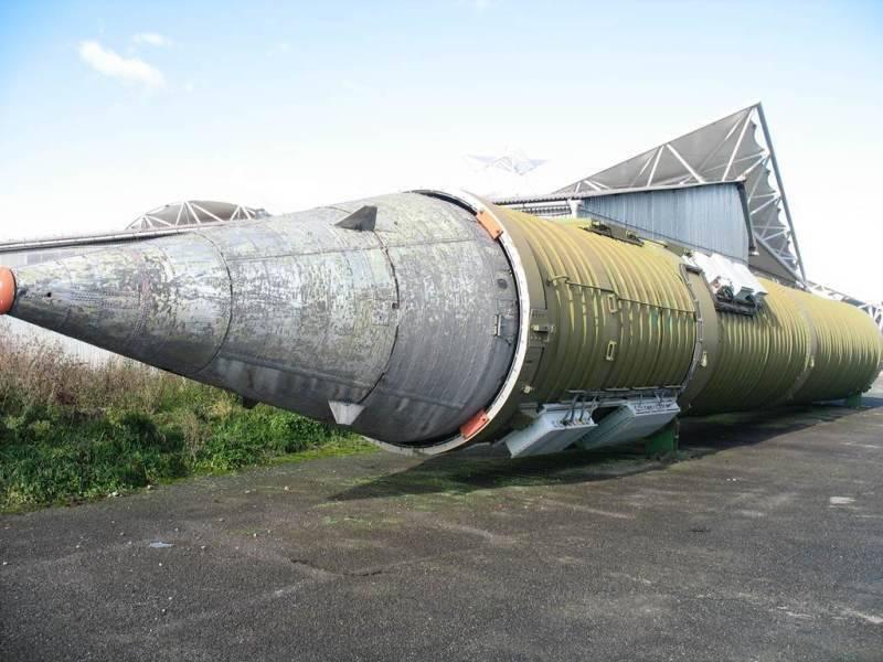 Trens de foguete, antigos e novos