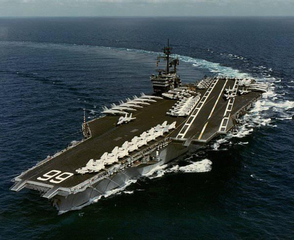 """El farol y la realidad. Portaaviones americano tipo """"Nimitz"""""""