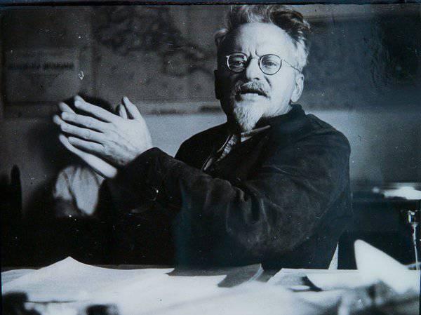 Monstruos no desaparecidos. Entrevistando a Trotsky