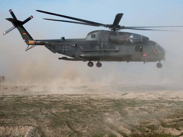 दक्षिणी अफगानिस्तान में एक सैन्य हेलीकॉप्टर दुर्घटनाग्रस्त: ISAF के पांच कर्मचारियों की मौत