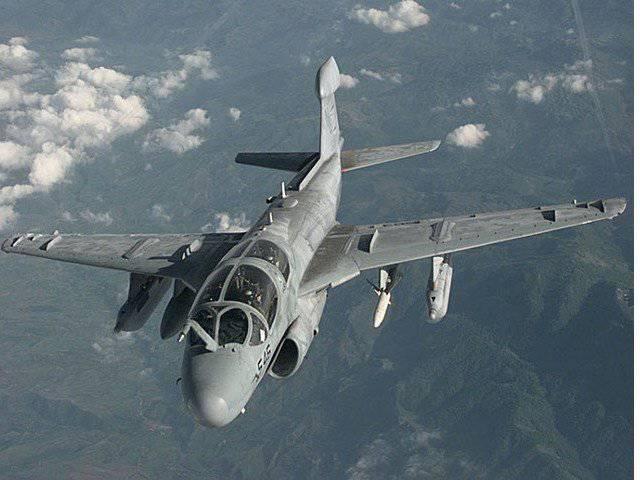 En el estado de Washington, un avión militar se estrelló.