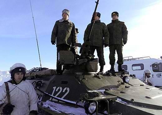 Con la nueva tecnología para las brigadas árticas, el Comandante en Jefe de las Fuerzas Terrestres de la Federación Rusa se familiarizó en el Ártico