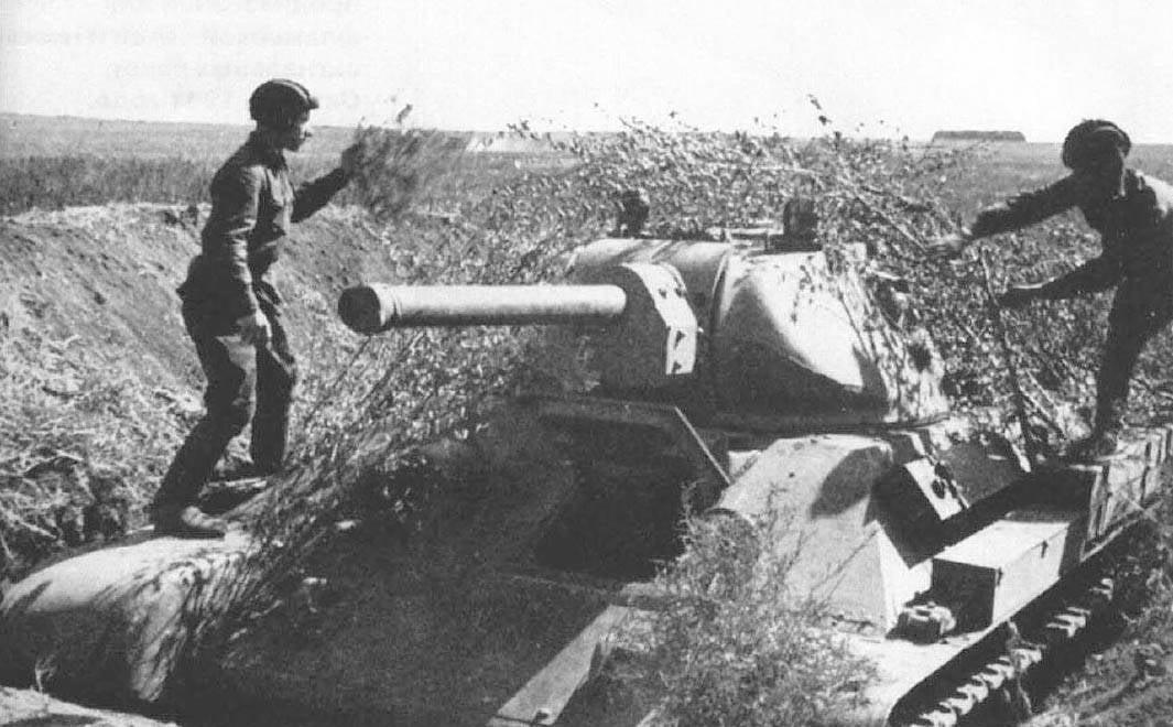 ...выпускался серийно с 1940 года, и с 1944 года стал основным средним танком Красной Армии СССР.Разработан в...