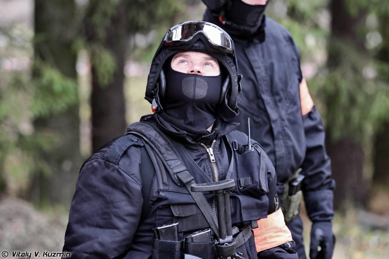 люди в масках спецназа альфа фото молодожены фотосессии