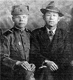 Koreli Chan-Yk-Khak gençliğinde Vladivostok'ta yaşadı, Rusça'yı iyi tanıdı ve askerlerimiz arasında tercümandı.