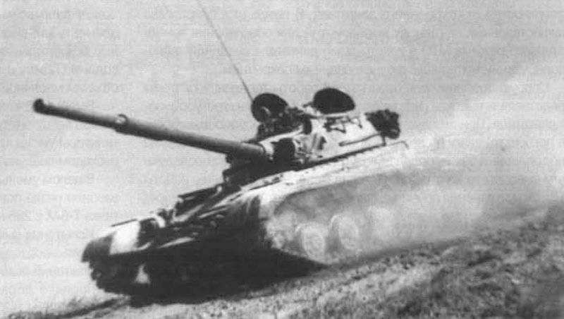 Las primeras pruebas de fábrica de un tanque experimental T-64A con GTSU