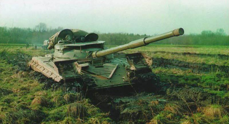 """Pruebas de fábrica del tanque """"Object 219 c2"""" para determinar la pasabilidad en suelos débiles. Xnumx"""