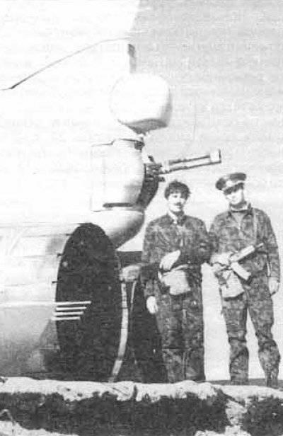 Shturman V.N. Yalivets y el piloto A. Kucherov en su avión después de la partida del combate.