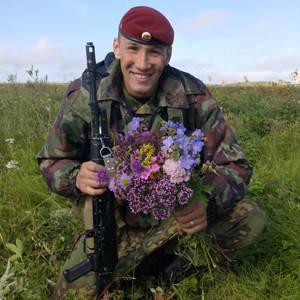 Yevgeny Epov 상사. 특수 부대 23 분대 사령관은 내무부 (Ministry of Internal Affairs)에서 분리되었습니다. 러시아의 영웅.