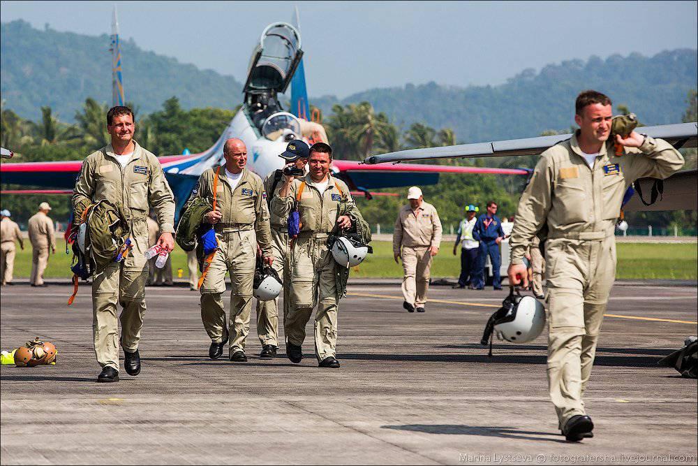 многоуровневый группа русские витязи пилоты фото что