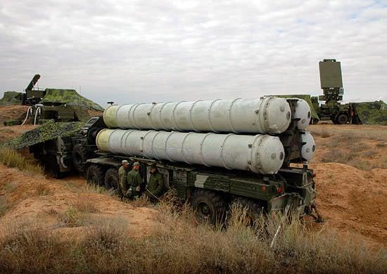 El regimiento de misiles antiaéreos de las Fuerzas Armadas de la región de Kazajistán Oriental asumió el servicio de combate en el campo de entrenamiento de Ashuluk