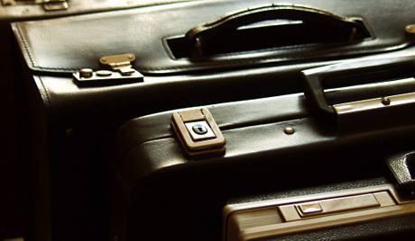 非政府组织:双层手提箱