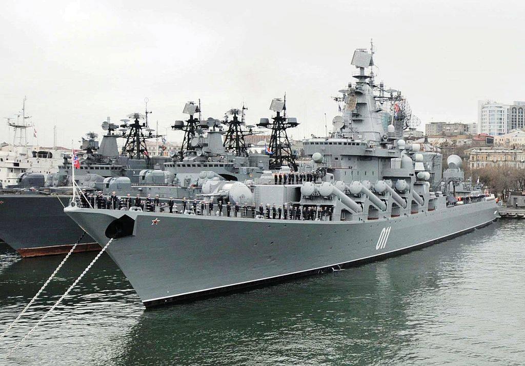 http://topwar.ru/uploads/posts/2013-04/1366166939_1024px-missile_cruiser_varyag_in_vladivostok2c_2010.jpg