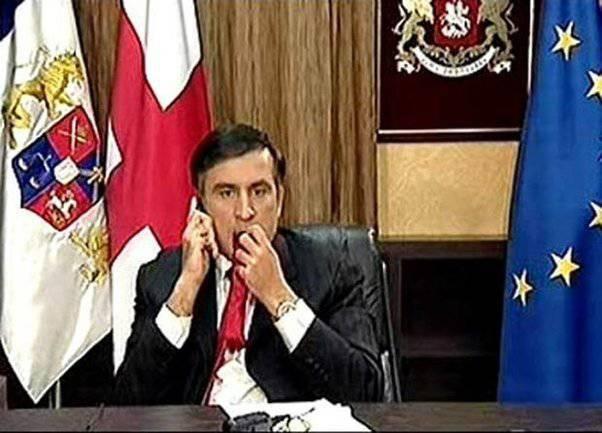 사카 슈 빌리 (Saakashvili)는 미국이 조지아 때문에 러시아와의 전쟁을 시작하지 않았다는 사실에 유감을 표명했다.