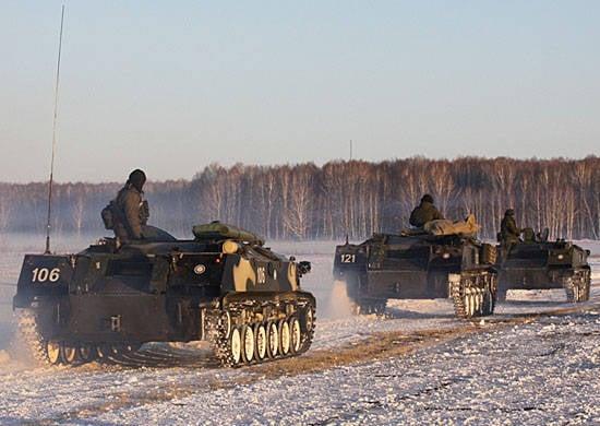 El Comandante de las Fuerzas Aerotransportadas verifica la preparación para el combate de uno de los regimientos de la división de asalto aéreo 76