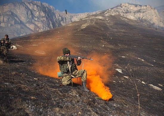 Batedores do Distrito Militar do Sul passam por treinamento especial na cordilheira de Daryal