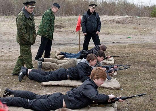 दक्षिणी रूस में, दक्षिण-पूर्वी सैन्य जिले की सैन्य इकाई के आधार पर, पूर्व-व्यंजन युवाओं के साथ एक सैन्य प्रशिक्षण शिविर शुरू हुआ।