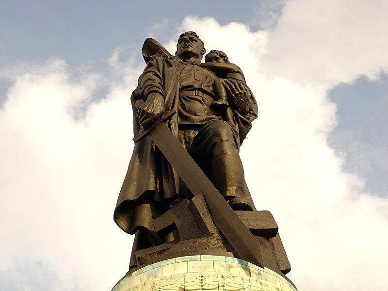 На Западе развёрнута кампания по демонизации советского солдата – победителя
