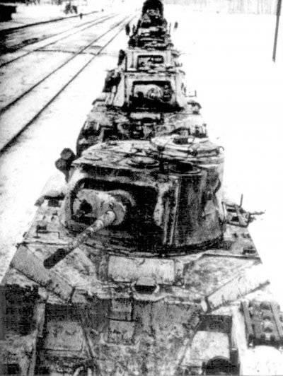 Эшелон с английской бронетанковой техникой следует к фронту. Зима 1942-43гг.