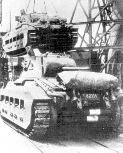 """영국 탱크 """"마틸다""""하역."""
