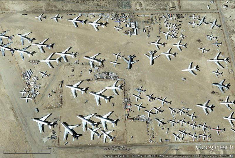 Image satellite Google Earth: avions de ligne civils destinés à la réparation et à la modernisation à Mojave